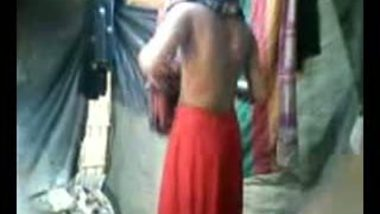Indian girl taking bath captured secretly hot MMS video