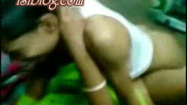 Indian mature bhabi fucked by young guy leaked mms