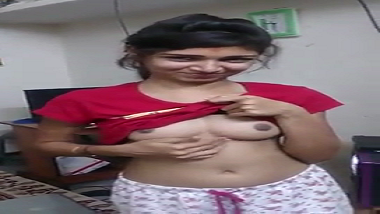 Recently married Surat wife teases hubby with petite body