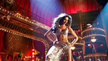 Deepika Padukone Sexy Dance Moves