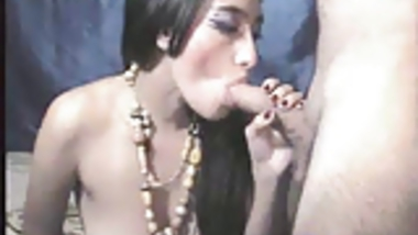 Indian hottie sucking cock and doggy fuck