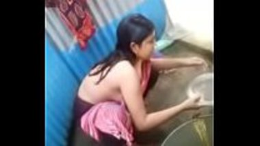 Desi teen showing her sexy gand after the bath