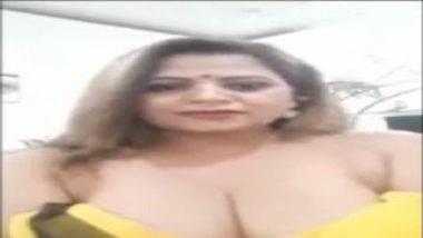 Hot And Busty Sapna Aunty Stripping Saree For Fans
