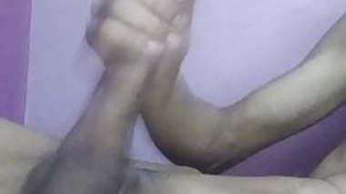 INDIAN GUY MASTURBATING HUGE CUM SHOT CUM BLAST