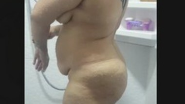 Milf bhabi shower